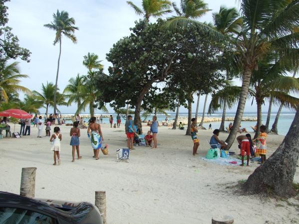 Plage de sainte anne plages grande terre guadeloupe - Sainte anne guadeloupe office du tourisme ...