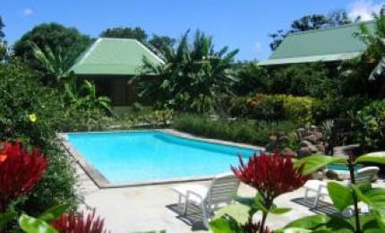 Villa Bagatellevilla   900 m de la  plage dans jardin tropical avec piscine