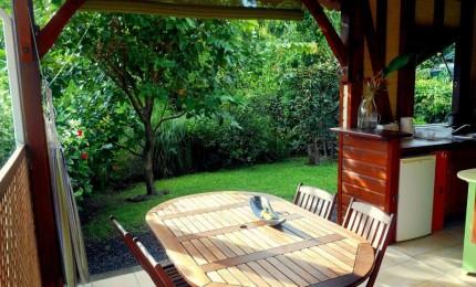 Bleu Vanille - kaz et jardin - gîte dans un jardin de charme