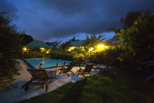 Villa bagatellevilla 900 m de la plage dans jardin for Jardin tropical guadeloupe